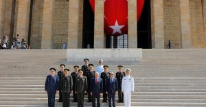 Turkey's Prime Minister Binali Yildirim (3rd R), Chief of Staff General Hulusi Akar (3rd L), Defense Minister Fikri Isik (2nd R) and the country's top generals pose in Anitkabir, the mausoleum of modern Turkey's founder Mustafa Kemal Ataturk, after a wreath-laying ceremony ahead of a High Military Council meeting in Ankara, Turkey, July 28, 2016. REUTERS/Umit Bektas - RTSK1K7